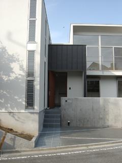 交差点の2世帯住居